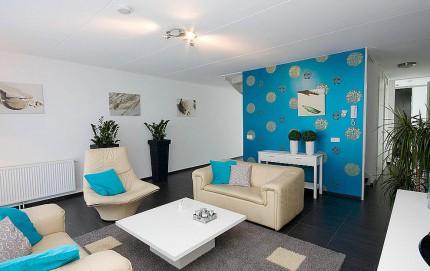 wohnzimmer-mit-grosszuegiger-sitzecke