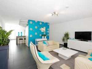 wohnzimmer-mit-mordernem-flat-tv